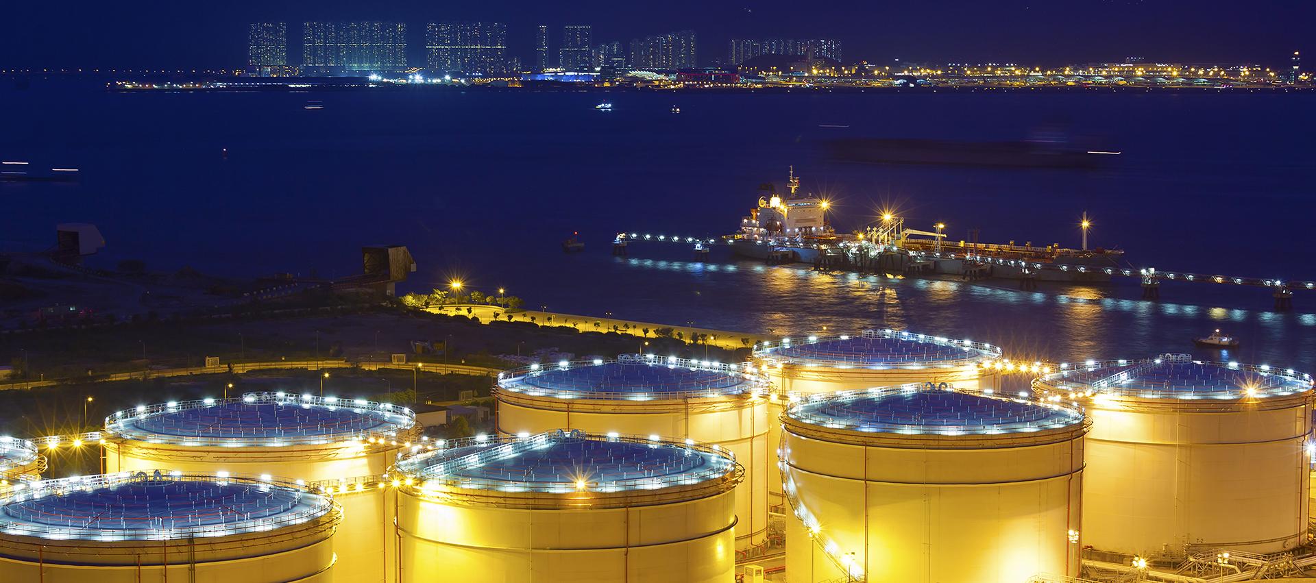 集研制、生产、销售为一体的专业润滑油公司